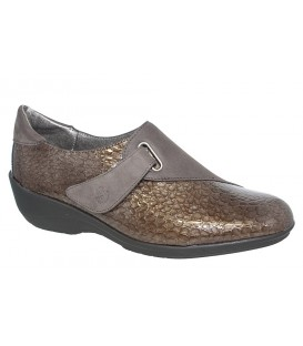 Zapato con velcro en charol