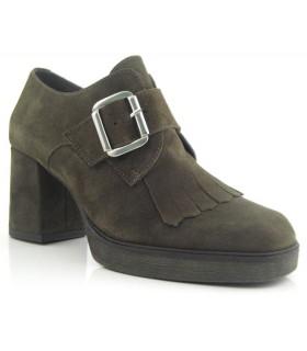 Zapato abotinado con hebilla