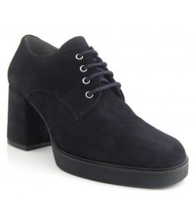 Zapato abotinado negro con cordones