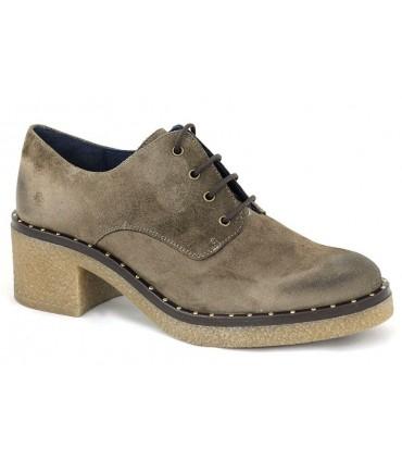 Zapato blucher con tacón y tachas