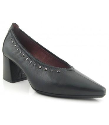 Zapato salón con tachas