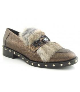 Zapato con pelo con tachas