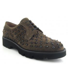 Zapatos de cordones con tachas negras