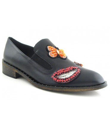 Zapato adorno labio y mariposa