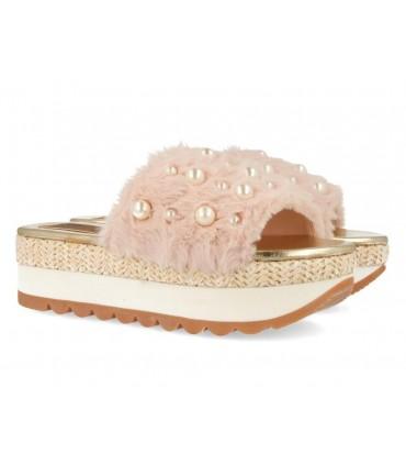 Sandalia de pelo con perlas