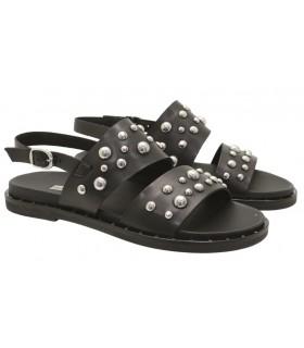 Sandalia negra con tachas