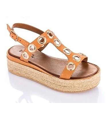 Sandalia con ojales color cuero