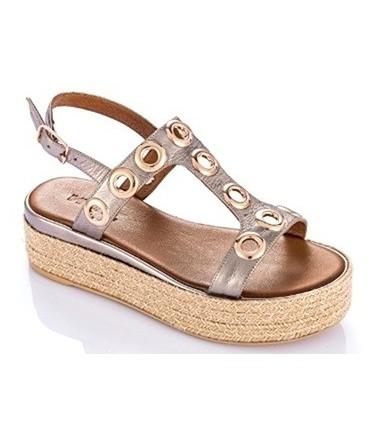 Sandalia con ojales metalizado plomo