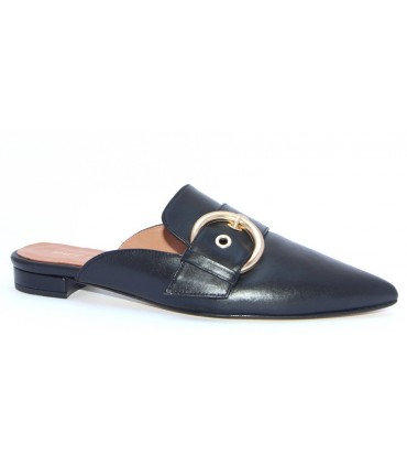 Zapato con hebilla estilo mule