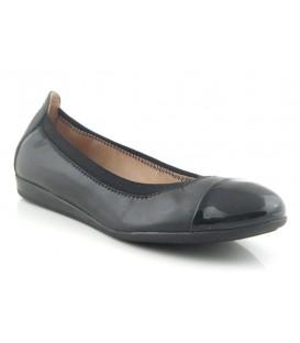 Zapato negro puntera charol negro