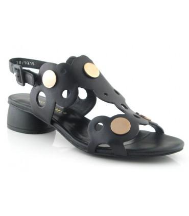 Sandalia de tacón con tachas