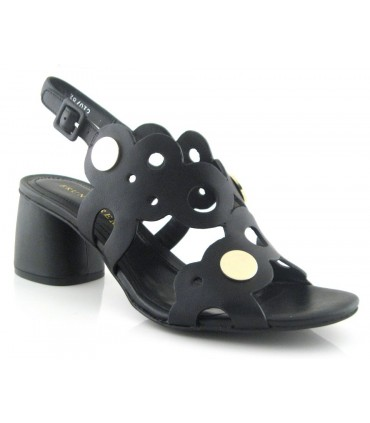 Sandalias con tachas doradas negra