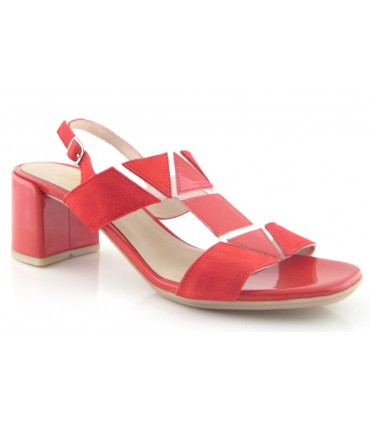 Sandalia roja con tacón