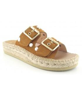 Sandalias con tachas y dos hebillas