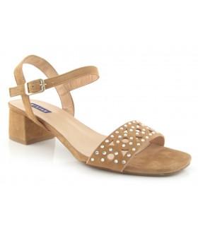 Sandalia de tacón medio con tachas