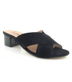 Sandalia negra con tiras cruzadas