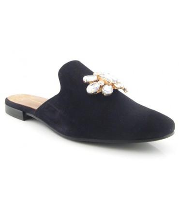 Zapato negro con pedrería