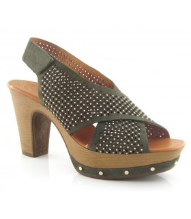 Sandalia de tiras cruzadas con tacón alto
