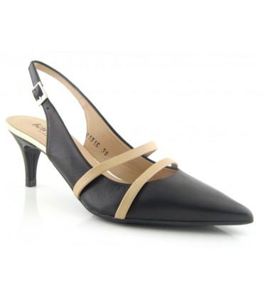 Zapato negro con tiras color nude