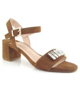 Sandalia color cuero con pedrería