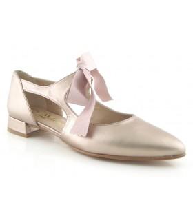 Zapato de vestir con lazo