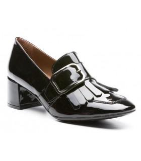 Zapato de charol con hebilla