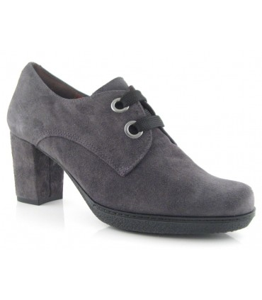 Zapato color gris con ojales