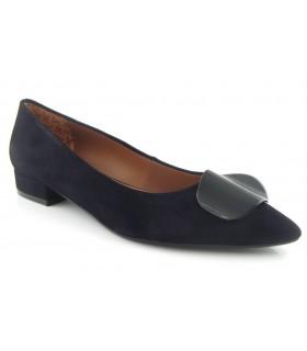 Zapato color negro tacón bajo