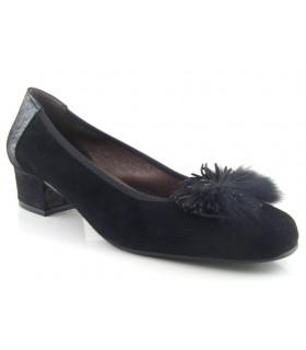 Zapato negro pompón