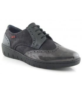 Zapato con cordones color negro