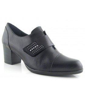 Zapato con velcro estilo abotinado