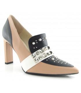 Zapato copete con tachas combinado