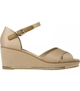 Sandalias de cuña color arena
