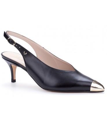 Zapato salón con puntera metal negro