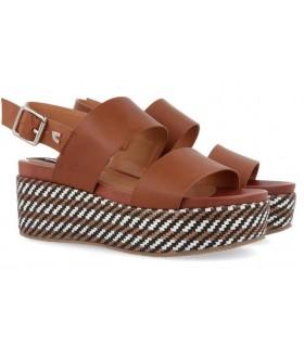 Sandalias de cuña con plataforma en color cuero