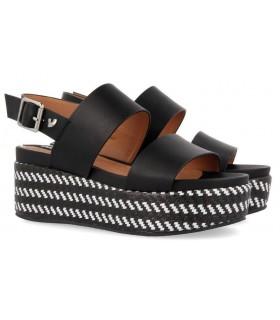 Sandalias de cuña con plataforma en color negro