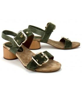 Sandalia de tacón con dos hebillas en color verde