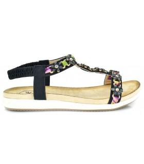Sandalia plana con adornos en color negro