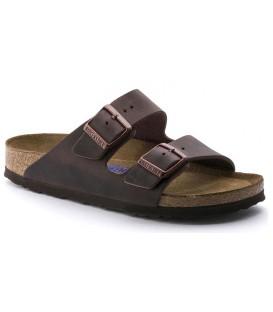Sandalia plana con dos hebillas color marrón