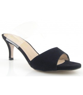 Sandalia para mujer de color negro con tira de vinilo