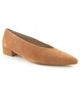 Zapato corte salón tacón bajo en color cuero