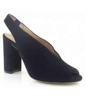 Zapato de vestir color negro con tacón alto