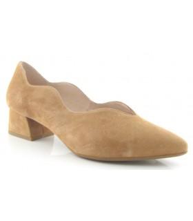 Zapato corte salón ondulado en ante camel