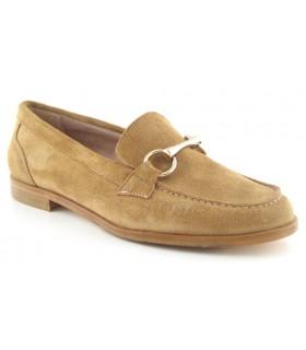 Zapato mocasín en serraje canela con estribo