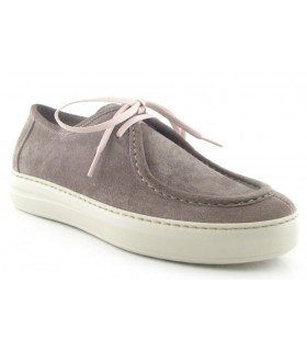 Zapato tipo wallabee en color gris