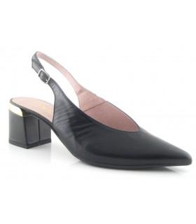 Zapato corte salón negro adorno dorado