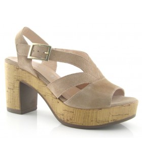 Sandalia de tacón alto en color arena