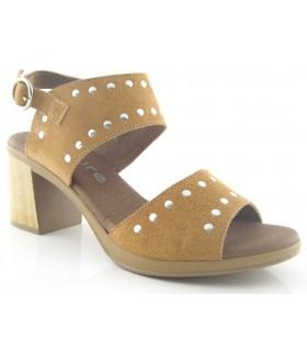 Sandalia de tacón con tachas color camel
