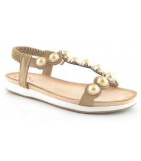 Sandalia plana en color cuero con bolas doradas