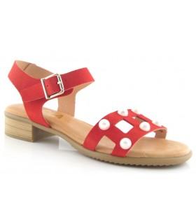 Sandalias rojas con perlas en la pala